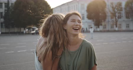chique : Two young smiling hipster women in summertime