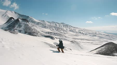 sırıtma : snowboarder having fun in powder day, frame shot on a freeride tour in Kamchatka volcanoes, filmed on the action camera