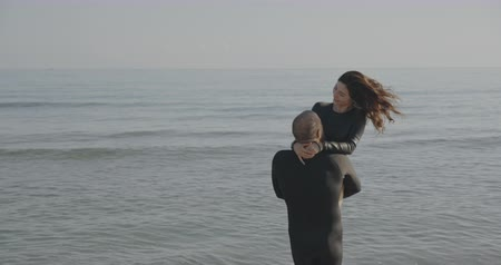 barbatana : Freediver couple having fun in the background of sea. Filmed on cinema camera, 12 bit coolor