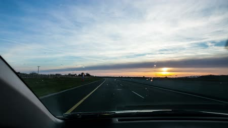 auto estrada : Driving on motorway during sunset, time laps