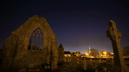 bohové : Night view of Athenry Dominican Friary, dedicated to Saints Peter and Paul, found at 1241, with cemetery. Time lapse video.