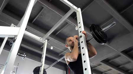 powerlifter : Strong man doing barbell Stock Footage