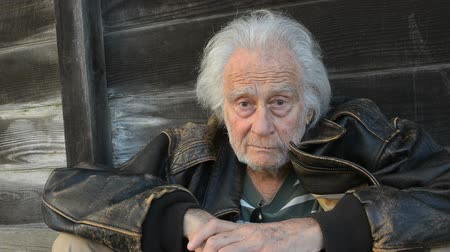 výraz : Senior Homeless Man