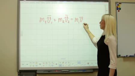 interaktif : Physics teacher deriving a formula on interactive whiteboard