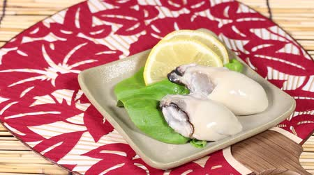 bamboo curtain : Japanese cuisine Namagaki, fresh raw oysters Stock Footage