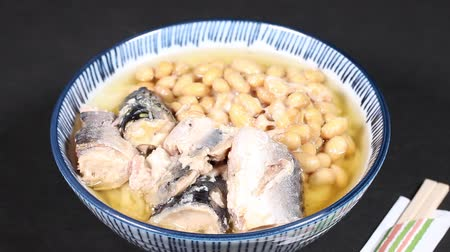 konzervipar : Japanese noodle with natto and mackerel