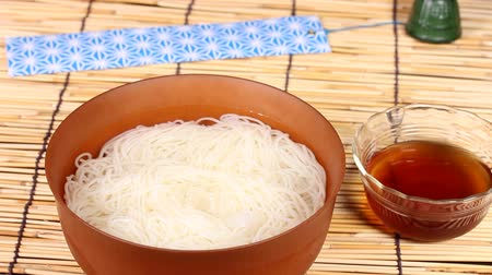 лапша : Japanese somen noodles Стоковые видеозаписи