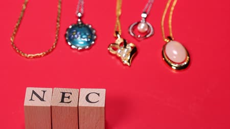 pingente : Jewelry and mans hand sort out alphabet NECKLACE
