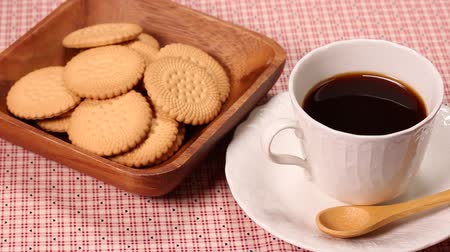 koffiekoekjes : Biscuits and cup of coffee Stockvideo
