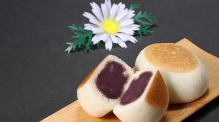 słodycze : Manju, a Japanese cake with bean paste