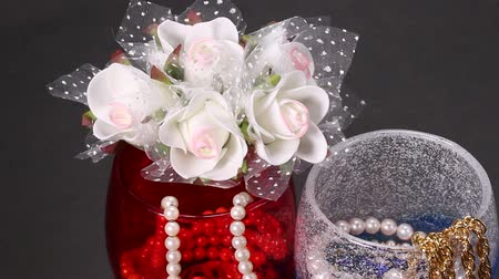 naszyjnik : Jewelry in glass and rose bouquet Wideo