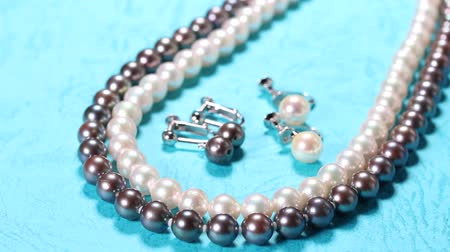 gyöngyszem : Pearl and Black Pearl Necklace and earrings