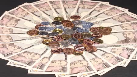 maliyet : 10000 Yen bills and coins. Stok Video