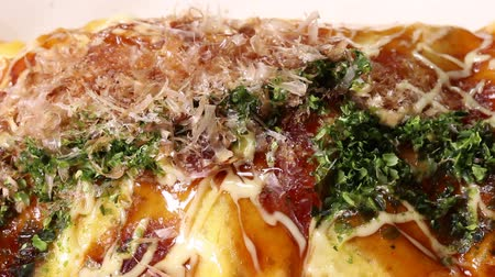 mayonaise : Japans eten Okonomiyaki Stockvideo