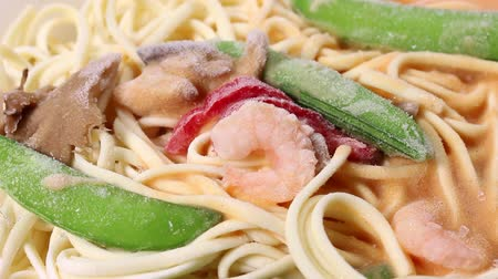 spaghetti allo scoglio : Frozen food Pasta with cream sauce and shrimps