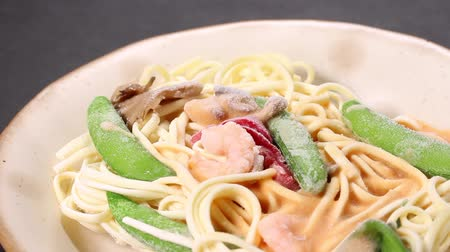 peas : Frozen food Pasta with cream sauce and shrimps