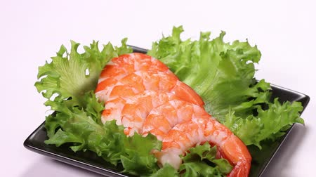soyulmuş : Boiled red prawns with lettuce