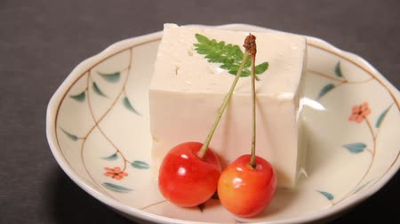 охлажденный : Japanese food Cold tofu with cherry