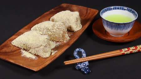 przekąski : Sasamaki (Japanese rice cake) and Tea