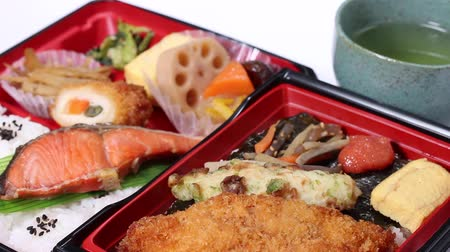 jikry : Makunouchi Bento and seaweed bento (Japanese lunch box)