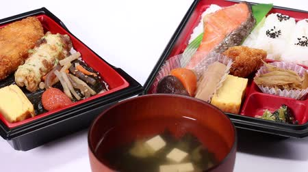 кунжут : Makunouchi Bento and seaweed bento (Japanese lunch box)