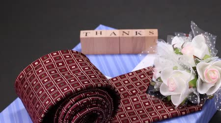 sayesinde : Gift image, Tie and rose bouquet Stok Video