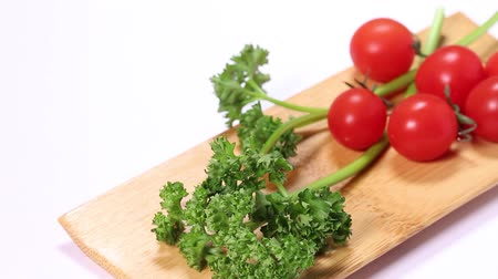 çeşnili : Parsley and Cherry tomatoes on tray