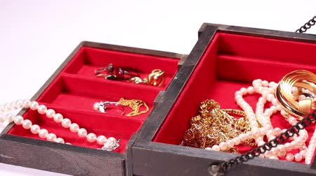 naszyjnik : Jewelry box and jewelry rotating