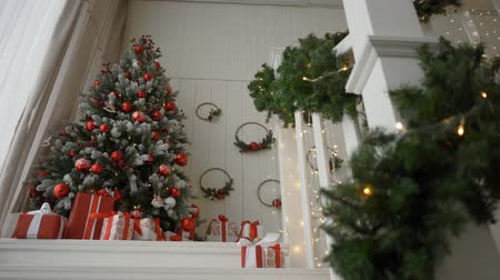 sabah : Decorated Christmas room with beautiful pine tree Stok Video