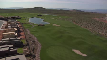 поле для гольфа : Aerial shot of lake on desert golf course