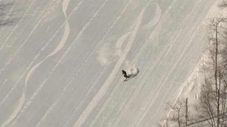 лыжник : aerial shot of skier carving Стоковые видеозаписи