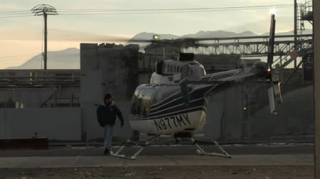 solo : helicopter warms up takeoff