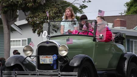 desfile : family in old model A Ford in parade