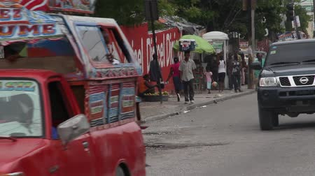 motorkerékpár : ornate truck drives in Port-au-Prince Haiti Stock mozgókép