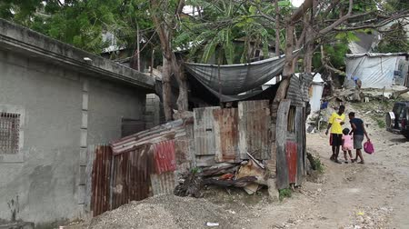 yoksulluk : heavy rain in shanty town neighborhood Port-au-Prince Haiti Stok Video