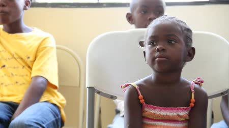 przychodnia : child waits for Dr. at vaccination clinic Wideo