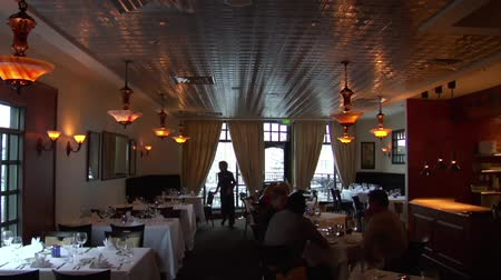 restoran : large restaurant dining room with warm lighting Stok Video