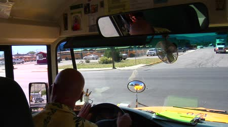 ônibus : Shot of schoolbus driver looking and turning