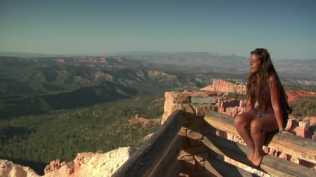 backpacker : donna a bordo Overlook Parco nazionale di Bryce Canyon