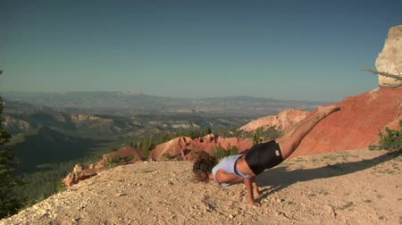 Woman does yoga above Bryce Canyon national Park Wideo