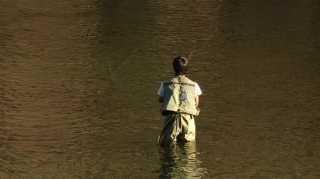 отдыха : young man flyfishing in colorful water