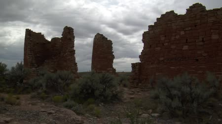 руины : dark red brick ruins at  at Hovenweep national Monument