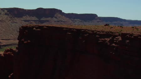taş : Red Jeep on high red rock cliff Stok Video