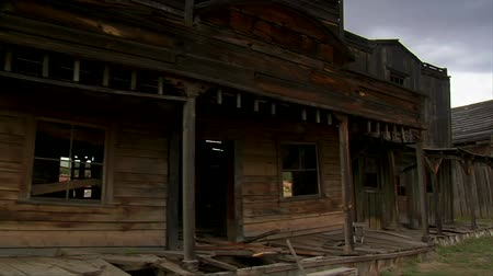 запад : Steadicam shot of the old West movie set