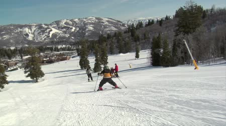 sporty zimowe : A little kids speeds downhill on skis