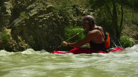 Whitewater kayaking shots with underwater camera Wideo