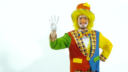 peruca : Smiling young clown trying to count up to ten on his fingers