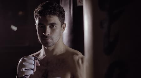 poddasze : Portrait of handsome boxer gets ready to box looking at the camera.