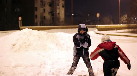 баланс : Two children enjoying the snow. HD1080p. Стоковые видеозаписи
