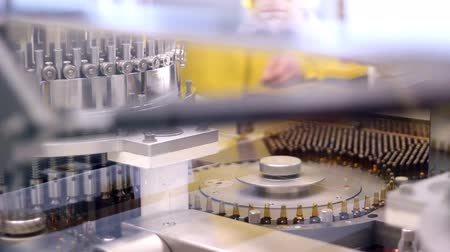 gyógyszeripar : Automatic filling machine for the production of medicines in ampules. HD 1080p.